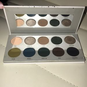 Morphe Makeup - Jacklyn hill morphe  dark magic eyeshadow pallet